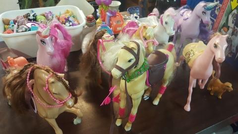 Spielzeug Pferde Einhörner