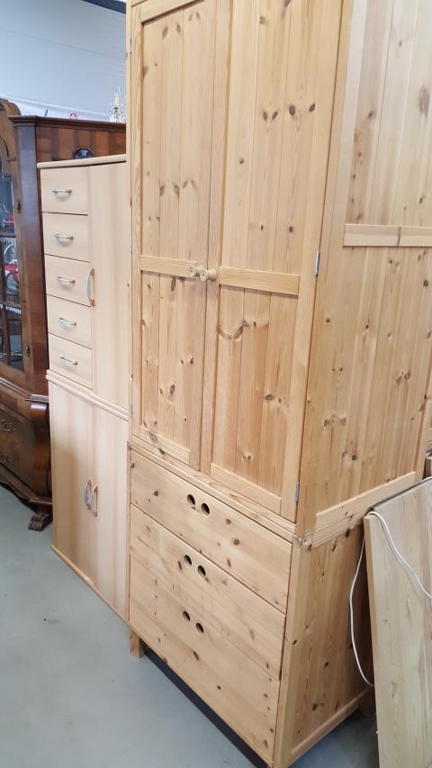 Kleiderkasten Holz